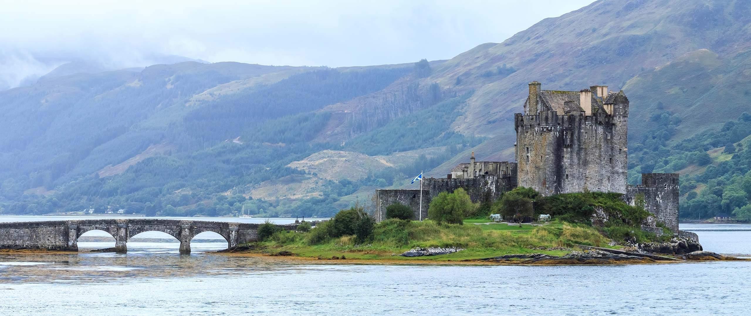Panoramablick auf die Nordseite von Eilean Donan Castle