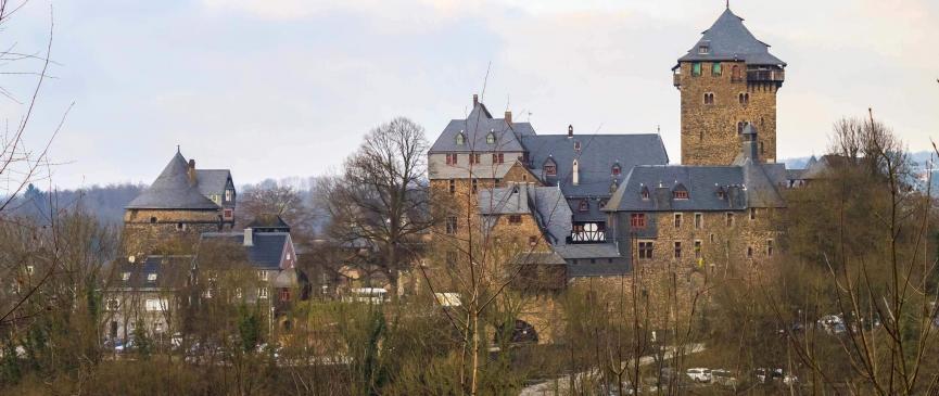 Panoramablick auf Schloss Burg von Diederichstempel