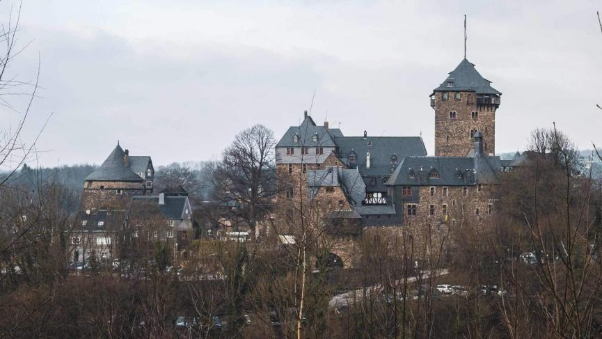 Panaromablick auf Schloss Burg